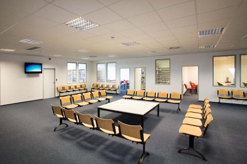 Peugeot a Citroën otevřely u Prahy nové školící centrum