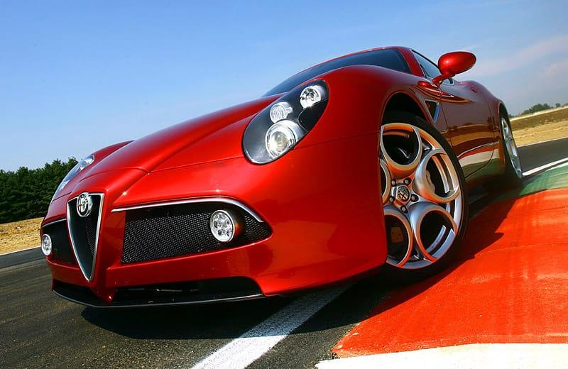 Alfa Romeo 8C GTA: nejrychlejší Alfa má 500 koní a je z karbonu