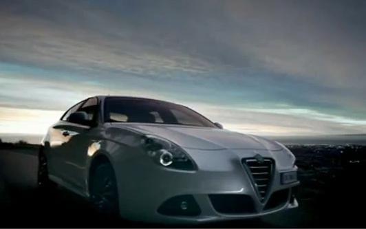 VIDEO: Alfa Romeo Giulietta nabízí své přednosti v ulicích města