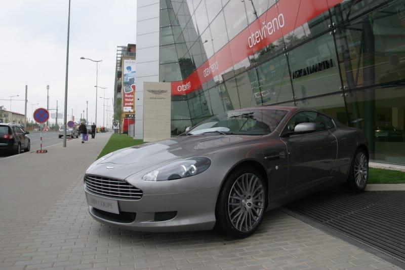 Aston Martin je oficiálně v Česku. Otevřel showroom v Praze