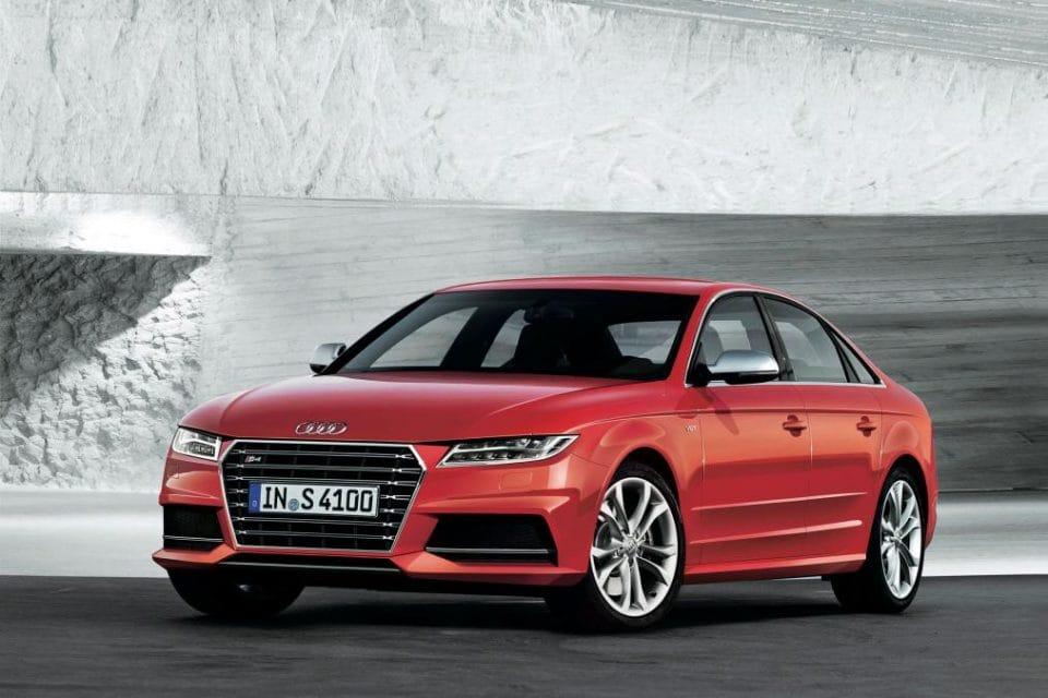 Audi A4 2015: unikla podoba a motory