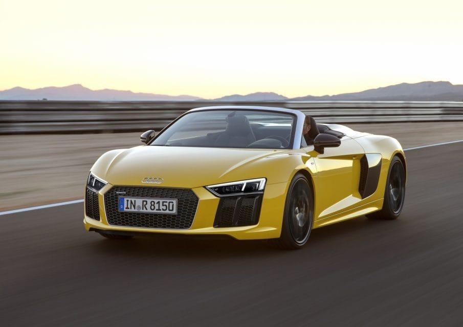 Audi představilo novou R8 Spyder. Pod kapotou má atmosférický V10 a 540 koní