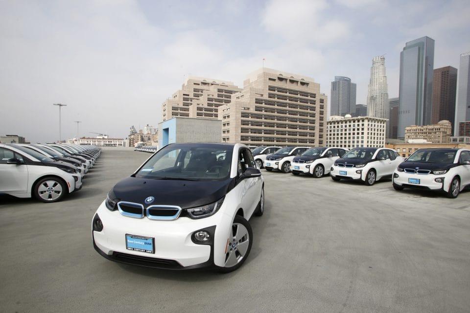Policie v Los Angeles bude jezdit na elektřinu. Kupuje 100 kusů BMW i3