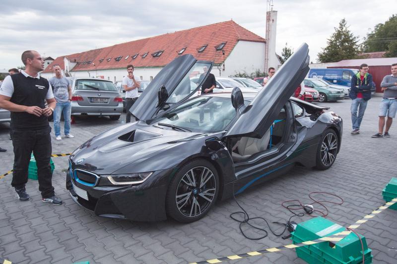 BMW M100: jubilejní sporťák pro rok 2016