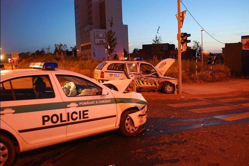 Česká policie bourá čtyřikrát denně, polovinu nehod sama zaviní