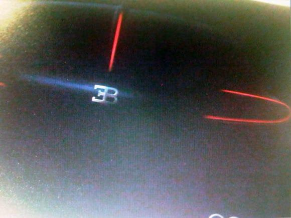 Pozvánka na oslavu zřejmě přinesla první foto čtyřdveřového Bugatti