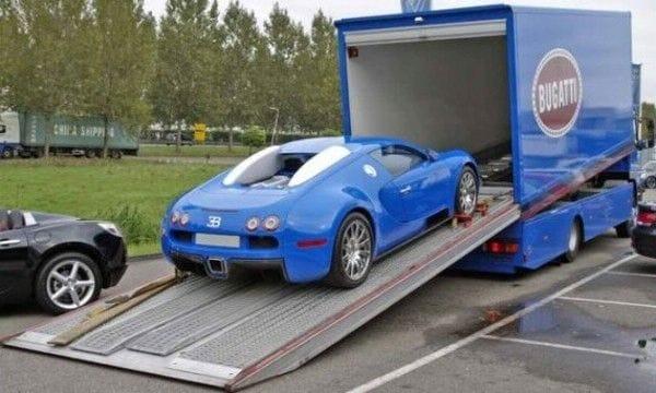 Modré Bugatti Veyron na prodej. Zn.: Přidám i kamion