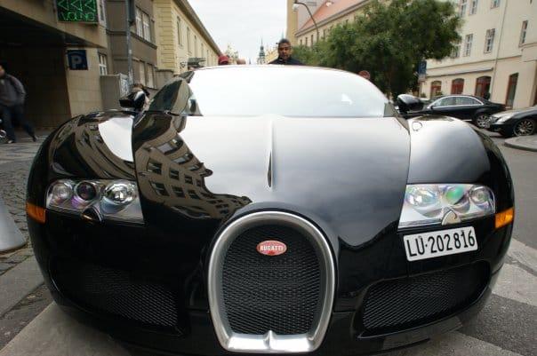 Bugatti Veyron je k vidění i v Praze, stačí mít štěstí