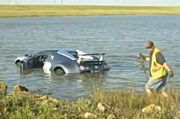 VIDEO: Bugatti Veyron si zaplavalo v močálu