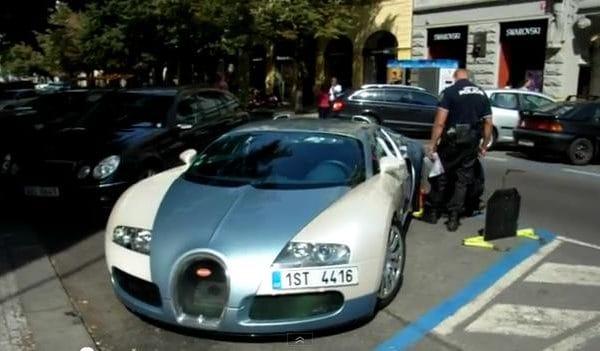 VIDEO: Městská policie v akci. Bugatti Veyron dostal botičku