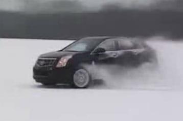 VIDEO: Nový Cadillac SRX driftuje na sněhu