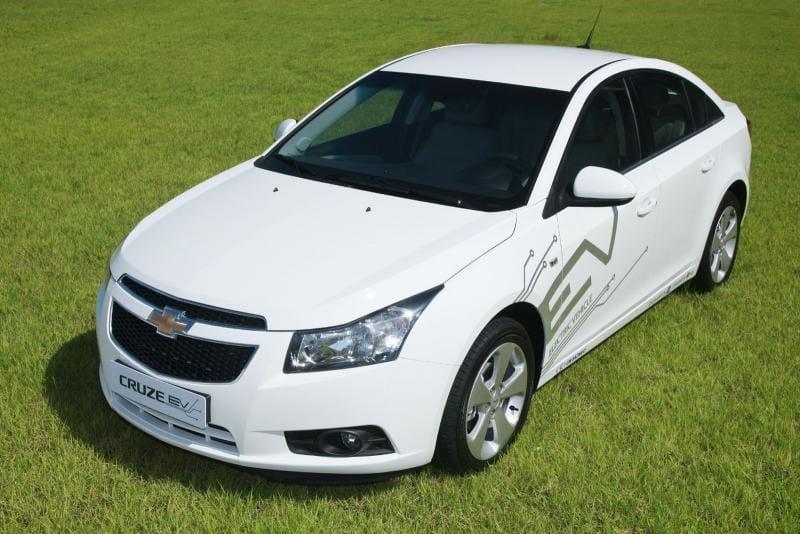 Chevrolet Cruze EV: elektromobil se začíná testovat na domácí půdě