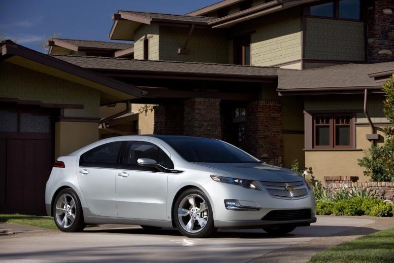Chevrolet Volt stojí v USA 41 tisíc dolarů, tedy 800 tisíc korun