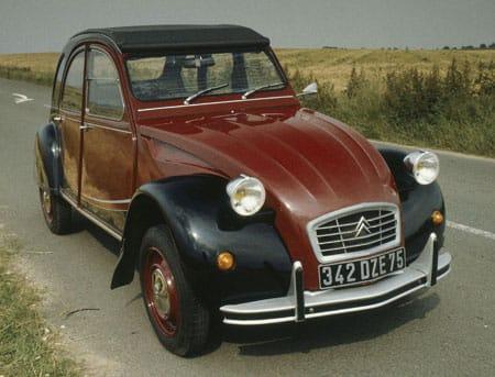 Největší sraz Kachen na světě: 6000 vozů Citroën 2CV