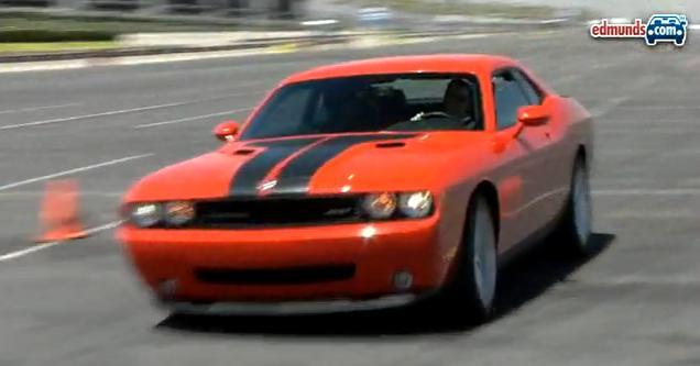 VIDEO: Nejsilnější Dodge Challenger SRT8 dovádí na dráze