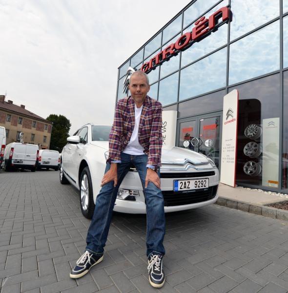 Marek Eben má už osmý Citroën C5. Konečně v bílém laku