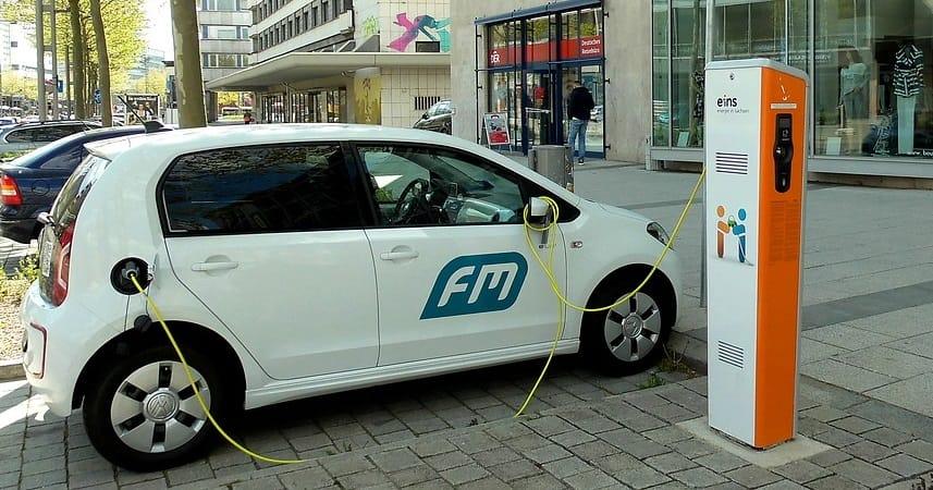 Elektromobily změní distribuci elektřiny. Musíme jí vyrábět víc a naučit se ji ukládat