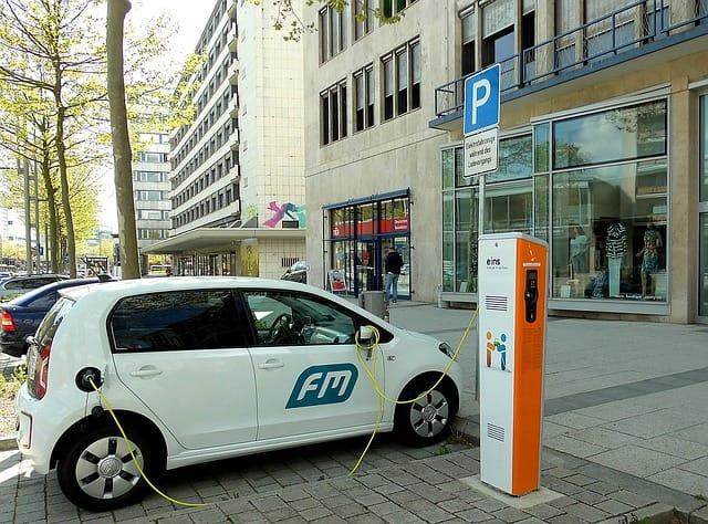 Kde jsou elektromobily dnes: vše co vás zajímá