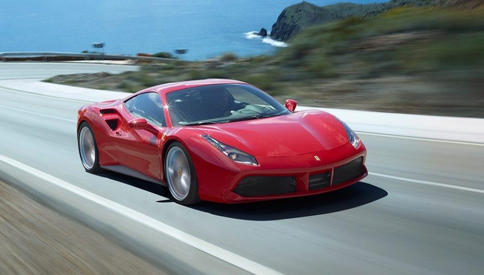 Osmiválce ještě nevymřely. Motor roku 2016 je V8 3.9 litru biturbo od Ferrari