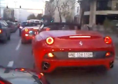 VIDEO: Ferrari California dodriftovalo na lopatu bagru