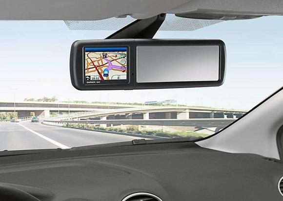 Ford představil novinku: navigaci Garmin ve zpětném zrcátku