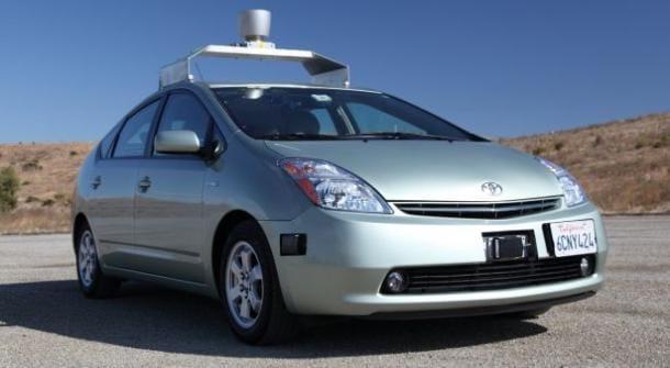 Toyota Prius, kterou Google naučil řídit, nabourala. Řídil ji ale člověk