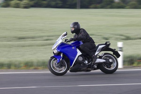 Honda VFR 1200F: modrá střela