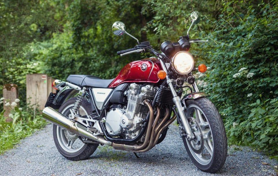 Honda CB1100: klasická motorka nevymřela