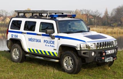 Městská policie Praha a Hummer H3. Vtip?