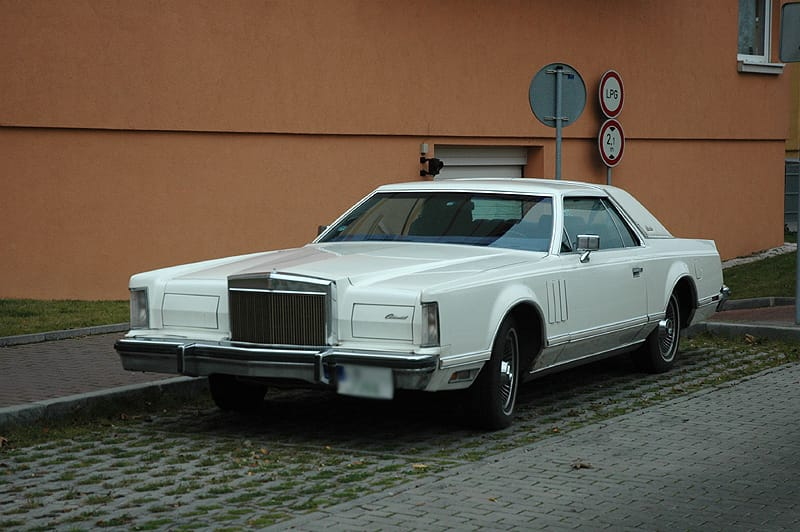 Lincoln Continental Mark V: klasická Amerika žije v Česku