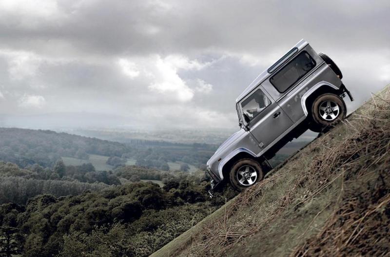 Land Rover Defender dostal nový motor a poslední facelift