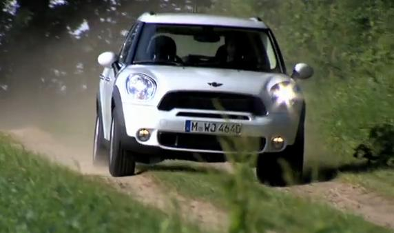 VIDEO: Mini Countryman na silnici i mimo ni