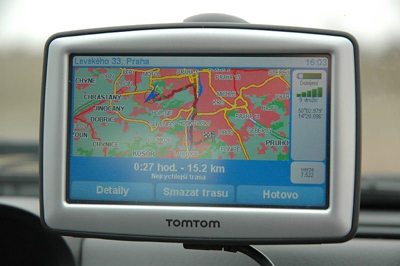 TomTom XL Traffic: solidní základ