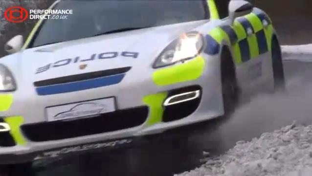 VIDEO: Porsche Panamera ve službách britské policie