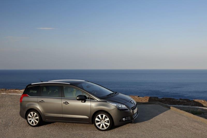 Peugeot 5008 vstupuje na český trh. Začíná na 434 900 Kč