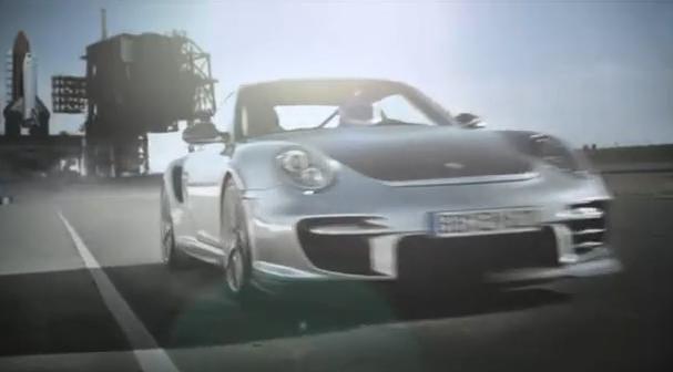 VIDEO: Porsche 911 GT2 RS řádí na okruhu. A vypadá skvěle