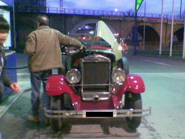 Praga Alfa stále brázdí Prahu. Kdysi s ní jezdil i Masaryk