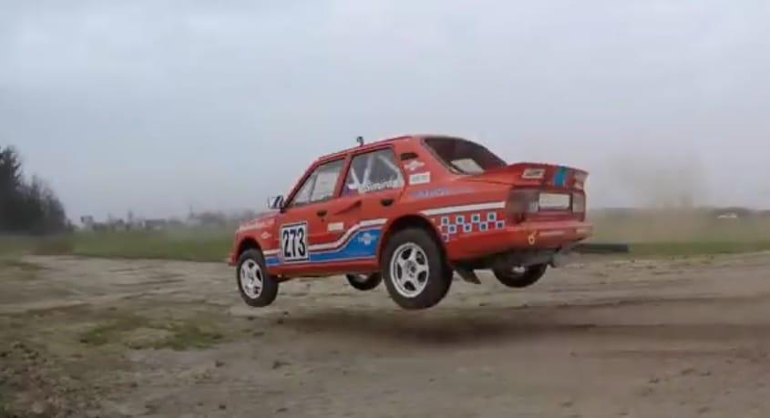 VIDEO: Škoda 130 LR Rallye řádí na dráze