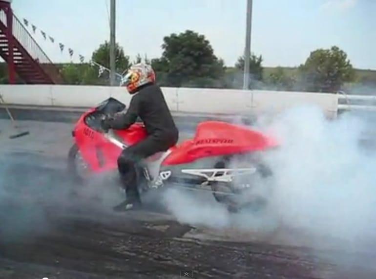 VIDEO: Nejrychlejší motorka na světě: Suzuki Hayabusa s turbem a nitrem