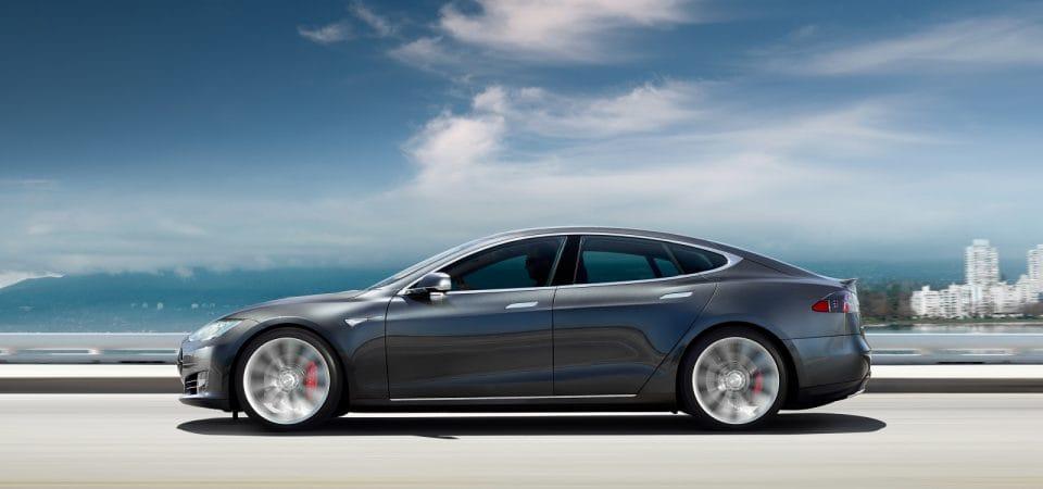 Tesla Model 3: nový model bude stát 850 tisíc, objednáte ho už za měsíc