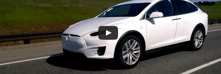 VIDEO: Tesla Model X se prohání na silnici v Palo Alto