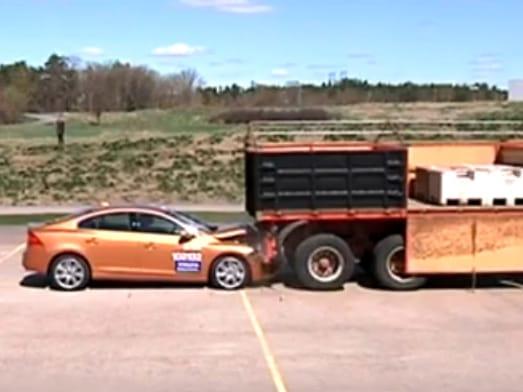 VIDEO: Trapas na prezentaci bezpečnostního systému Volvo