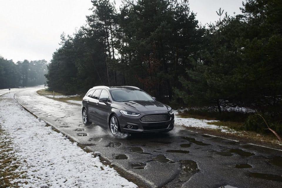 VIDEO: Podívejte se, jak Ford záměrně ničí auta na šílených silnicích