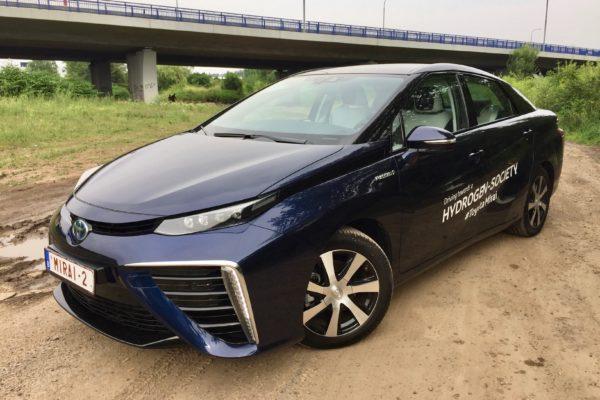 Test auta: Toyota Mirai — Jak se jezdí na vodík?