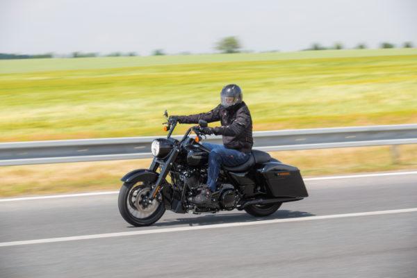 Test motorky: Harley-Davidson Road King Special — pokloňte se, přichází král