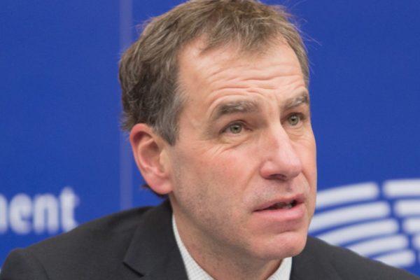Europoslanec Luděk Niedermayer (TOP 09): Automobilky selhaly, ale moderní diesely už jsou čisté