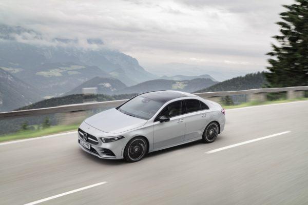 Mercedes třídy A jako sedan. Čeká nás renesance malých limuzín?
