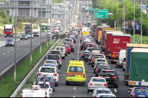 Jako v Německu. Zákon dá návod, jak v koloně vytvořit uličku pro záchránáře