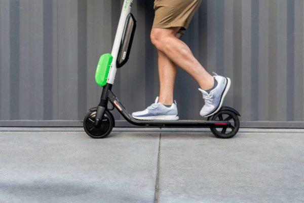 Do Prahy vstupuje bikesharing Lime, bude půjčovat elektrické koloběžky