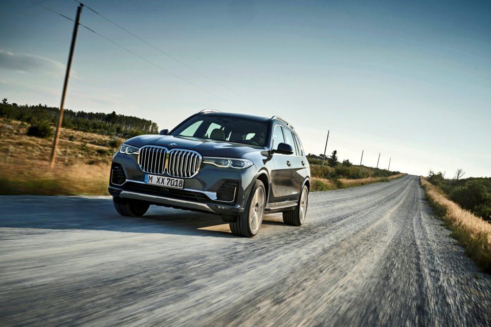BMW X7 oficiálně: obrovské luxusní SUV dostaneme jen s šestiválci